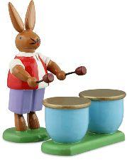 Osterhasenmusikant mit Kesselpauke